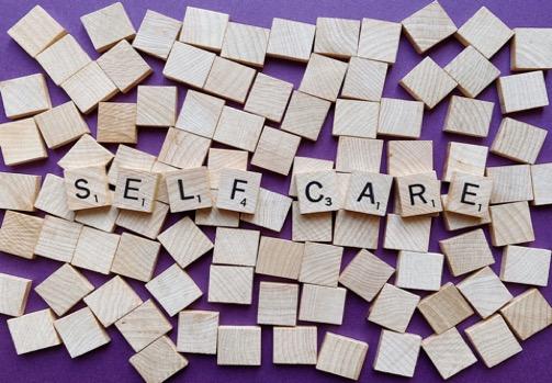 TECNICHE DI AUTO-AIUTO. Tecniche psicologiche di auto-aiuto per gestire situazioni stressanti. Corso di formazione a distanza GRATUITO.